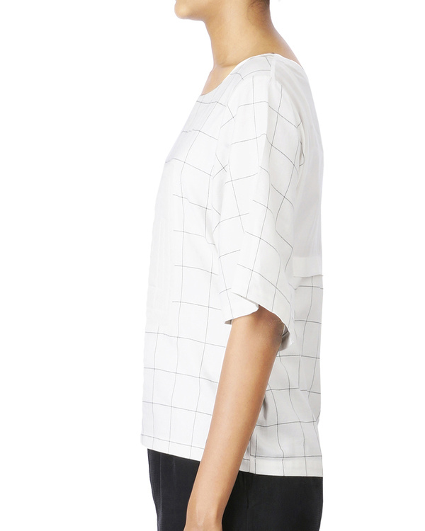 Checkered tshirt top with quilted center square 3