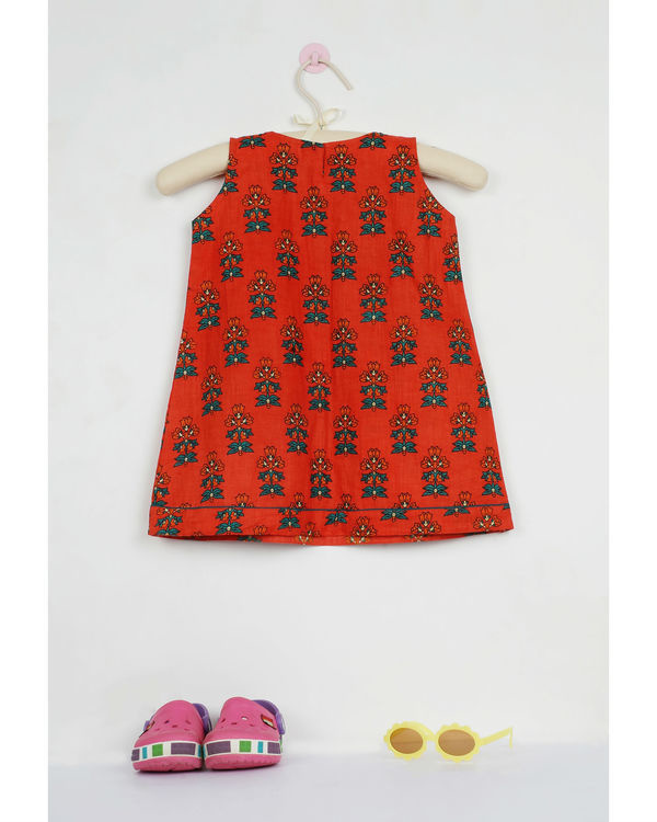 Red phoolbuti pleated dress 1