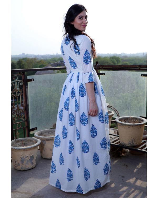 Porcelain blue cape 2