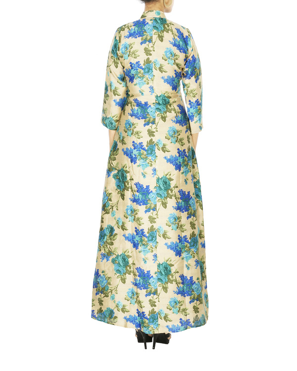 Blue Floral cape in raw silk 1