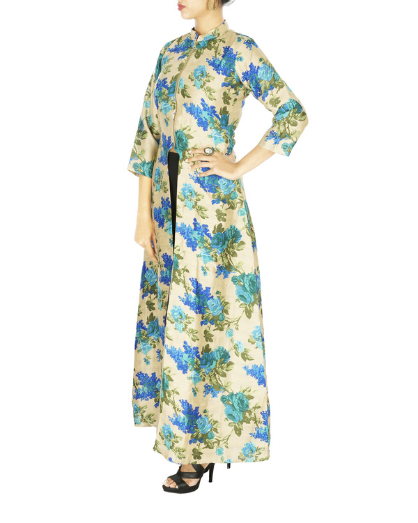 Blue Floral cape in raw silk 2
