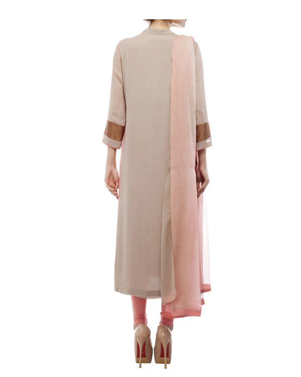 Kurta with front embroidered placket, comes with legging  chiffon dupatta 2