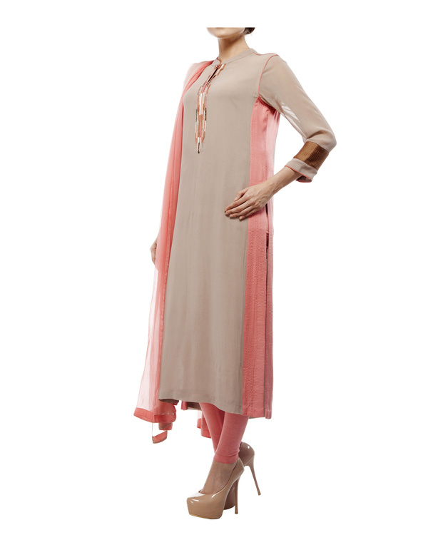 Kurta with front embroidered placket, comes with legging  chiffon dupatta 3