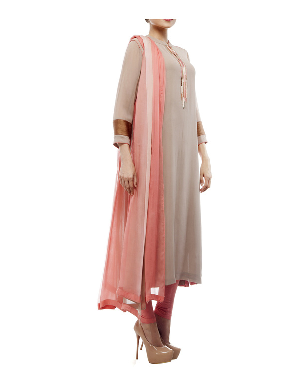 Kurta with front embroidered placket, comes with legging  chiffon dupatta 4