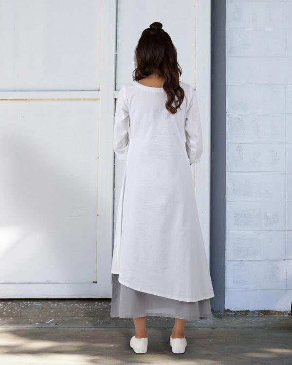 White a-line asymmetrical hem dress 3
