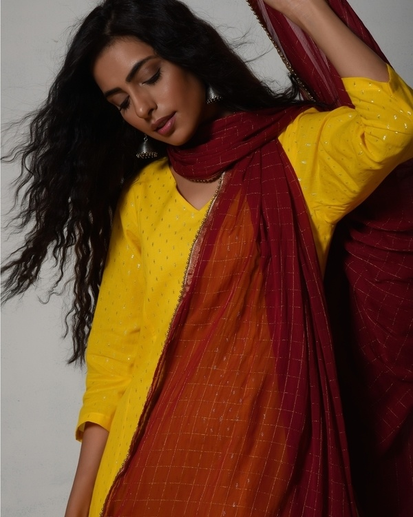 Yellow kurta dress with red chiffon dupatta 1