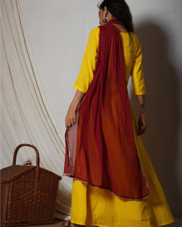 Yellow kurta dress with red chiffon dupatta 4