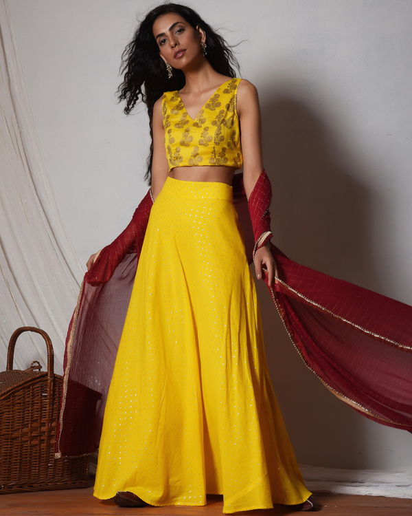 Yellow and gold booti choli lehenga set 2