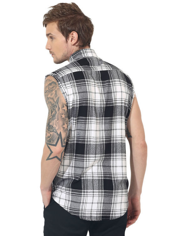Black & white checks sleeveless casual shirt 1