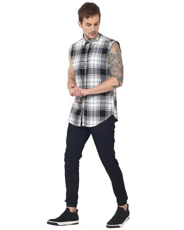 Black & white checks sleeveless casual shirt 4