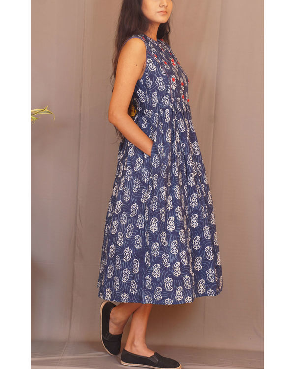 Floral paisley gathered sleeveless indigo dress 2