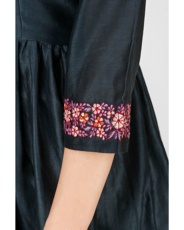 Teal blue floral embroidered kurta 4