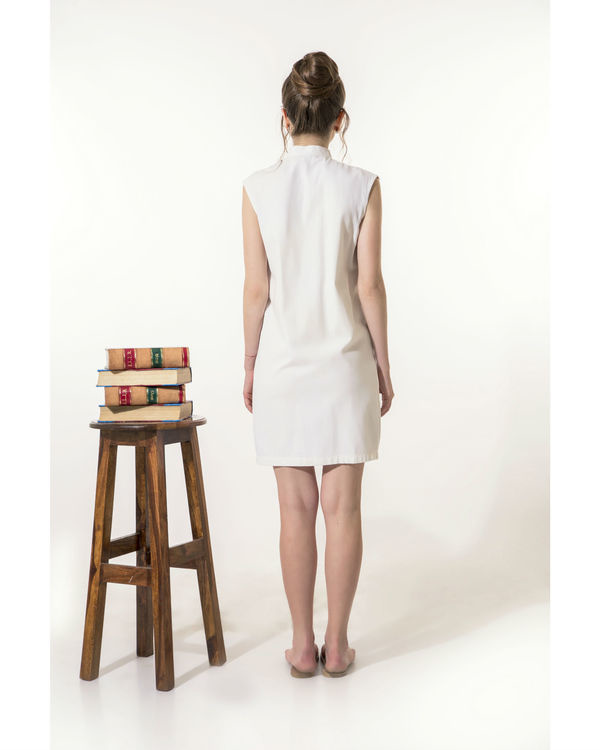 Off-white dress with buttoned pocket 2