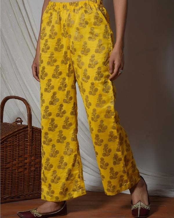 Yellow bell sleeve kurta with gold booti farshi pant 3
