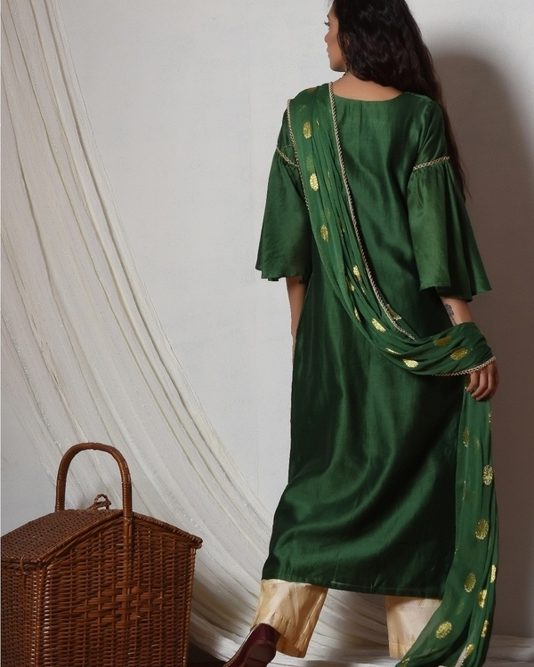 Cocktail green jute kurta with cream chanderi farshi pant and chiffon bordered dupatta 4