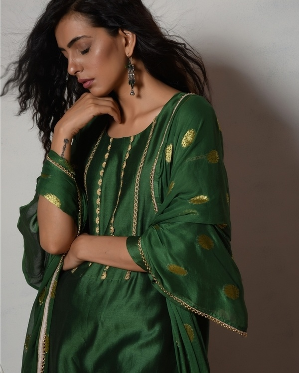 Cocktail green jute kurta with cream chanderi farshi pant and chiffon bordered dupatta 3