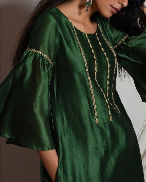 Cocktail green jute kurta with cream chanderi farshi pant and chiffon bordered dupatta 2