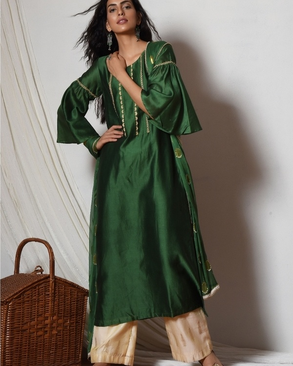 Cocktail green jute kurta with cream chanderi farshi pant and chiffon bordered dupatta 1