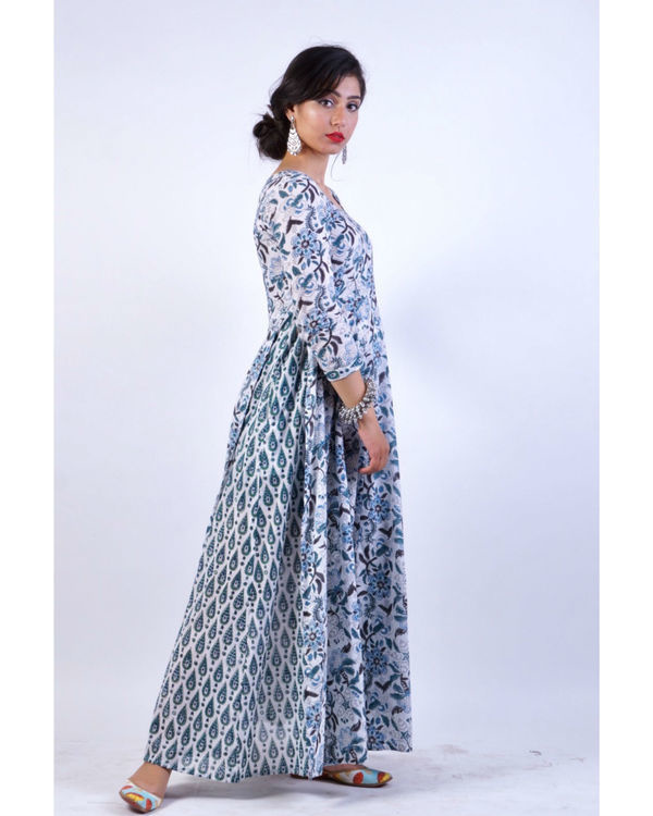 Enchanting blue attached pattern dress 2