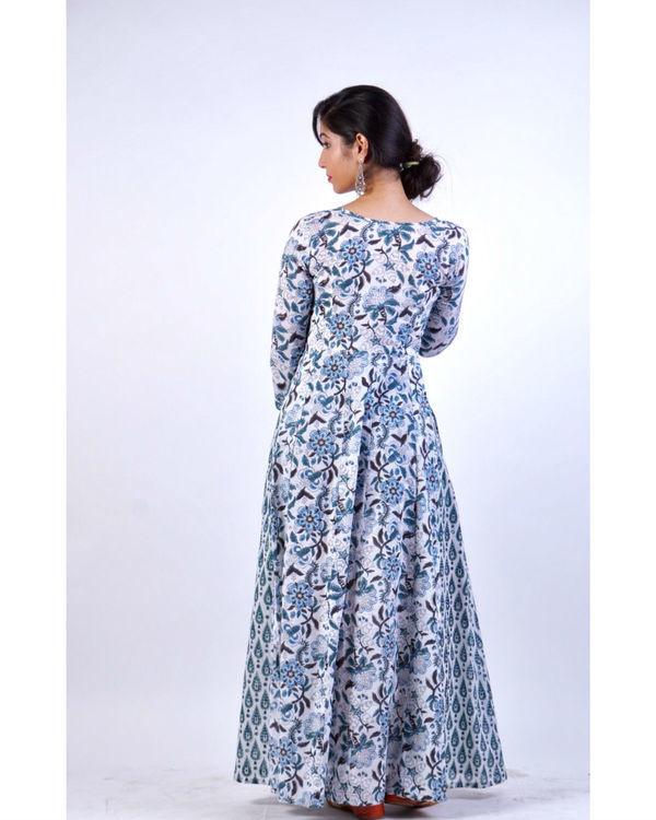 Enchanting blue attached pattern dress 3