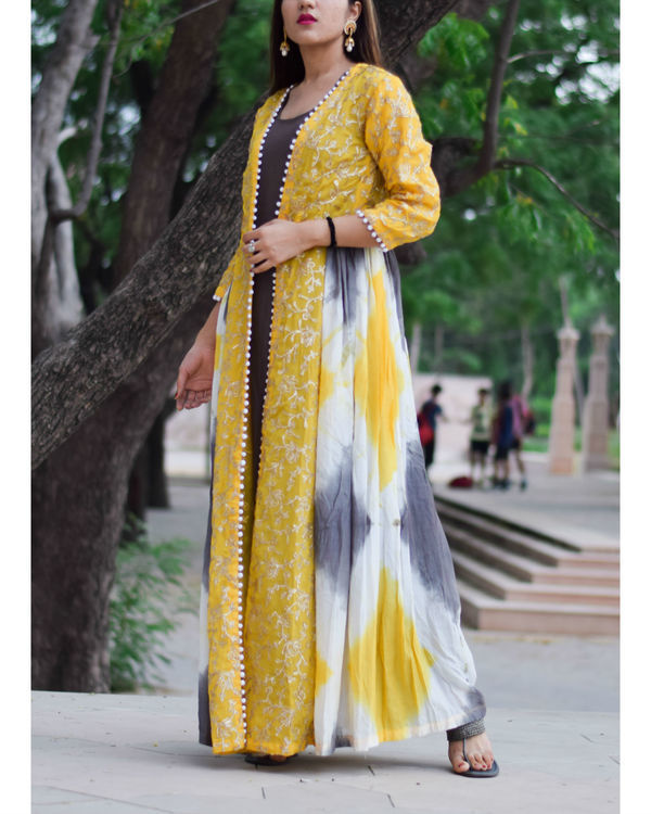 Yellow gota work cape with charcoal inner 1