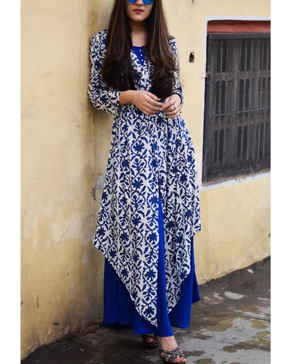 Printed blue rayon cape dress 2