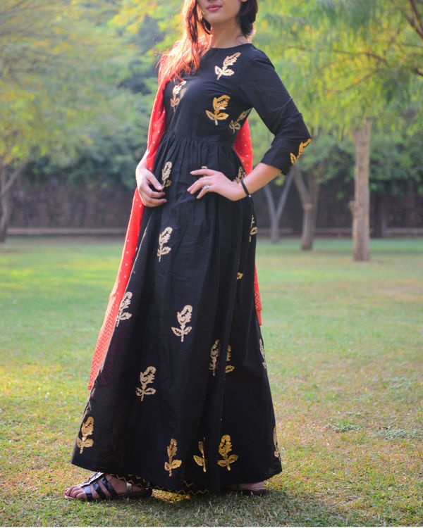 Black gold foil print salwaar set with dupatta 3