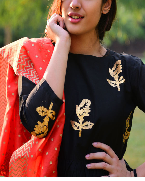Black gold foil print salwaar set with dupatta 1