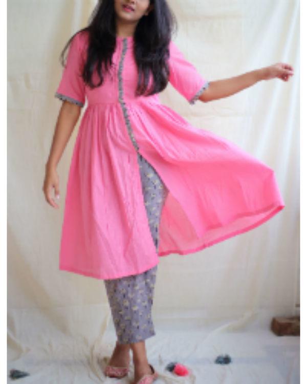 Bubblegum pink front slit kurta with daisy pants 2