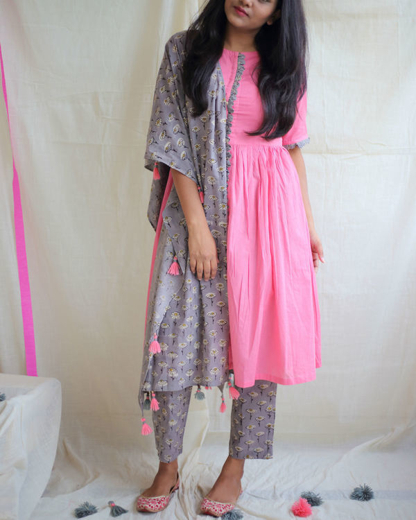 Bubblegum pink kurta with daisy pants and dupatta 2
