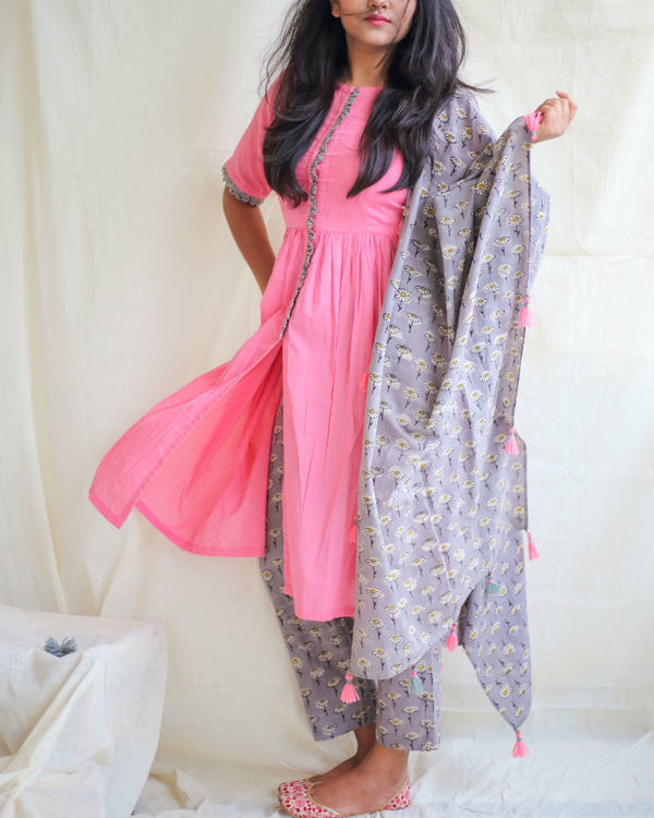 Bubblegum pink kurta with daisy pants and dupatta 1