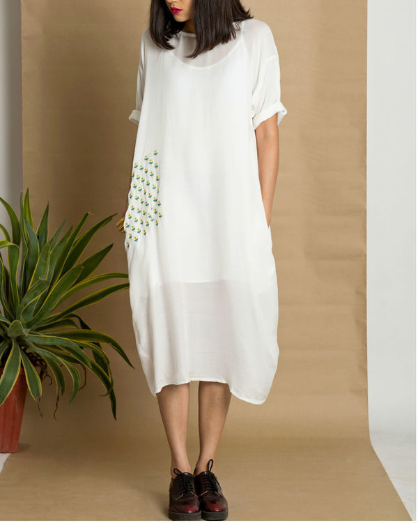 White moss crepe loose fit dress 3