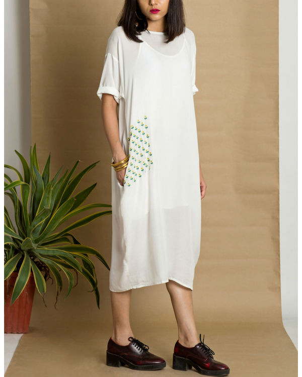 White moss crepe loose fit dress 2