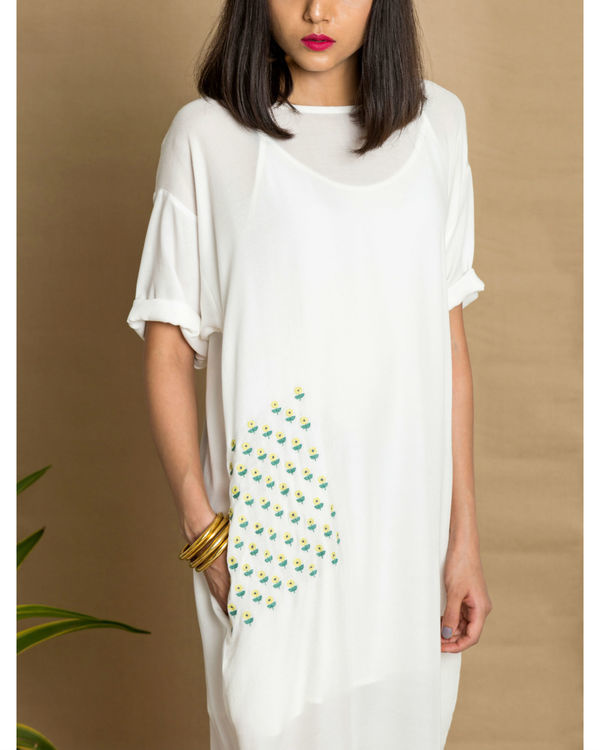 White moss crepe loose fit dress 1