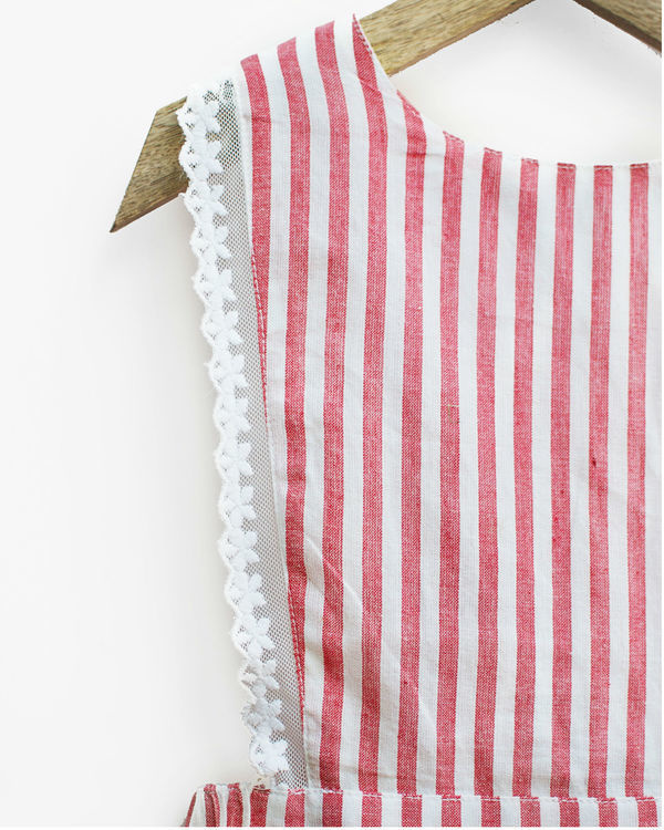 Red gingham stripes pinafore 4
