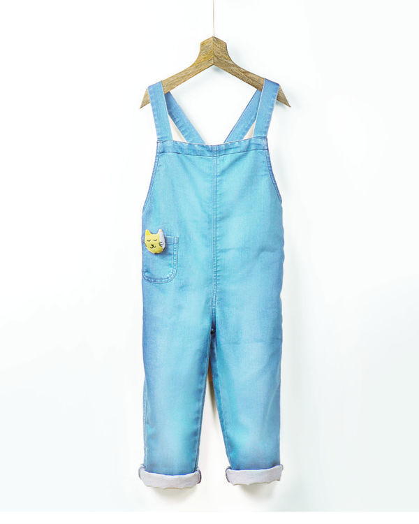Ice wash denim romper with fabric brooch 1