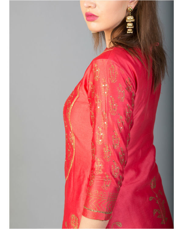 Rhubarb red mughal bootah kurta set with dupatta 1
