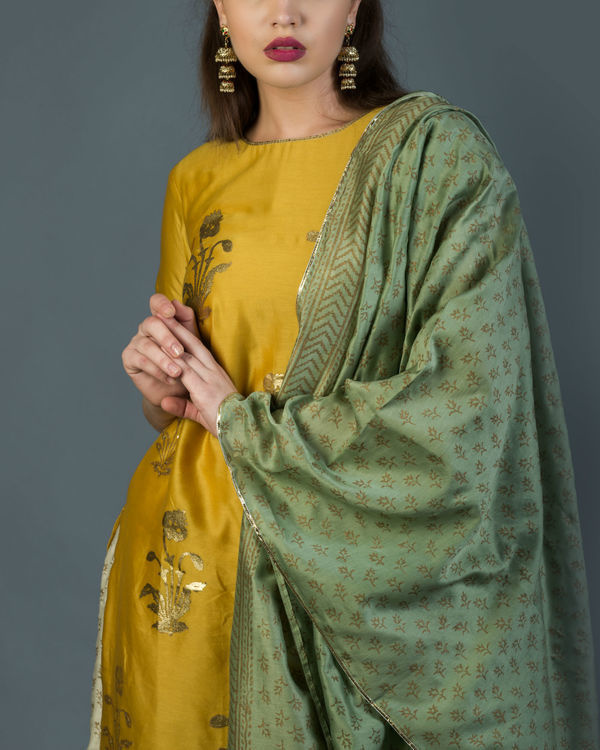 Genda phool kurta set with green dupatta 2