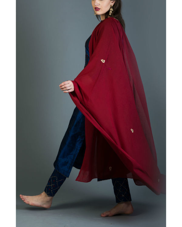 Sapphire embroidered kurta set with maroon dupatta 3