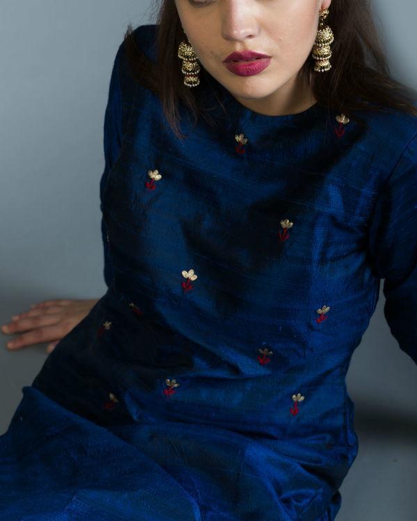 Sapphire embroidered kurta set with maroon dupatta 1