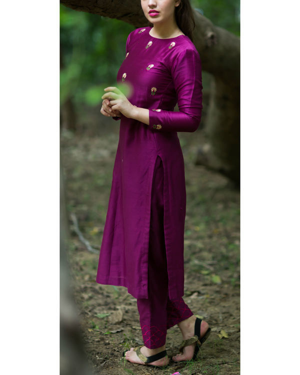 Burgundy embroidered bootah kurta set 3