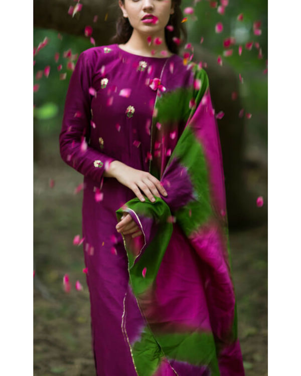 Burgundy embroidered bootah kurta set 2