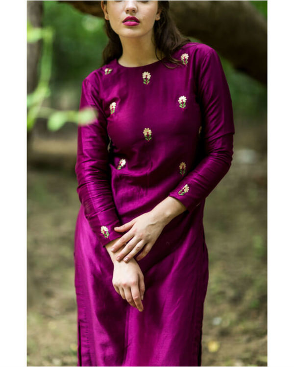 Burgundy embroidered bootah kurta set 1