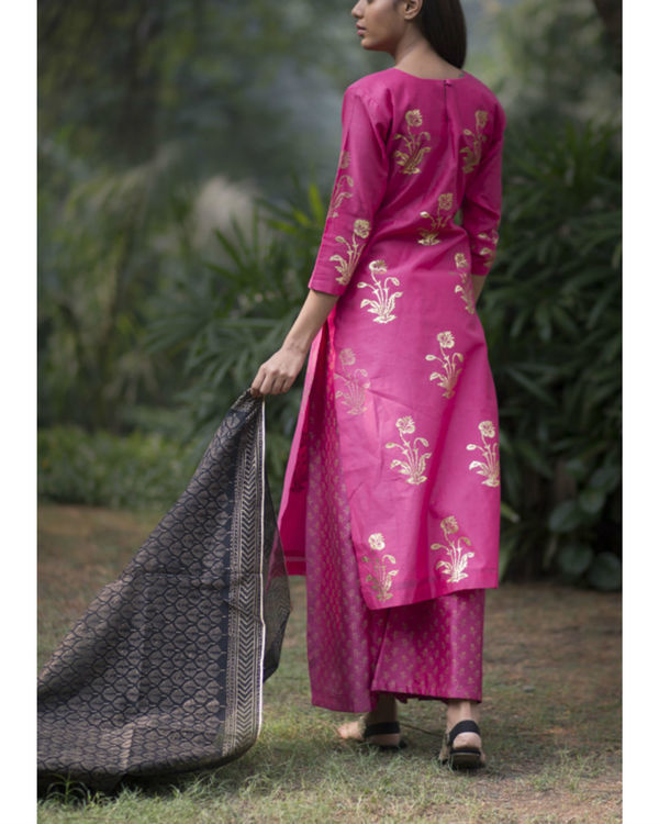 Rani pink gulmohar kurta set with dupatta 3