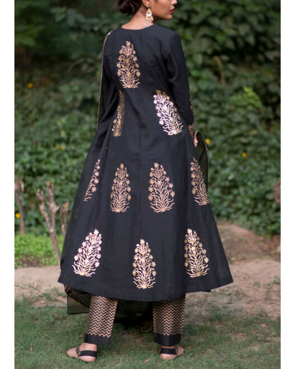 Ahilaya phool kurta set with black mughal bootah dupatta 2