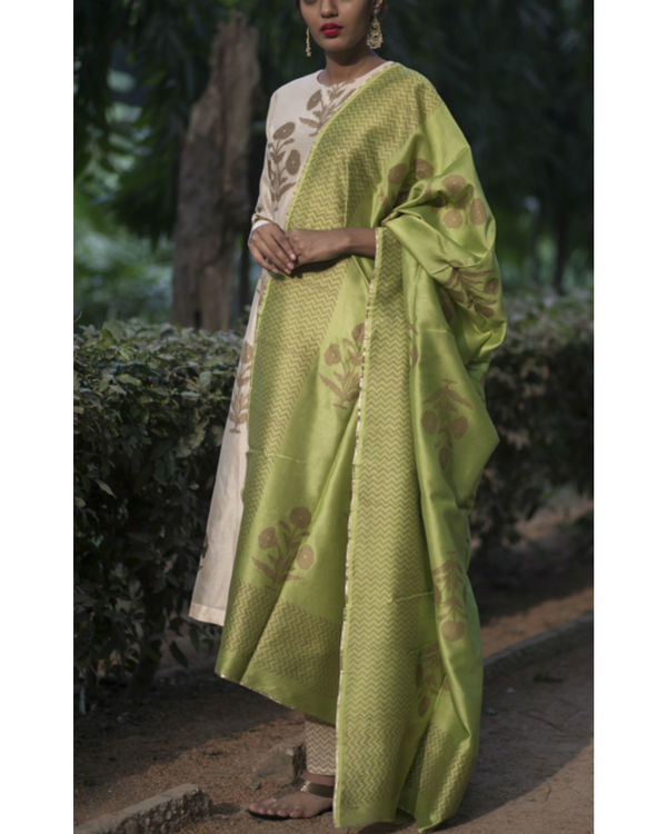 Chandaniya phool printed kurta set with noori green block printed dupatta 3