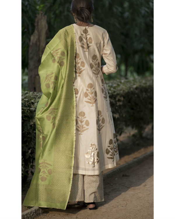 Chandaniya phool printed kurta set with noori green block printed dupatta 2