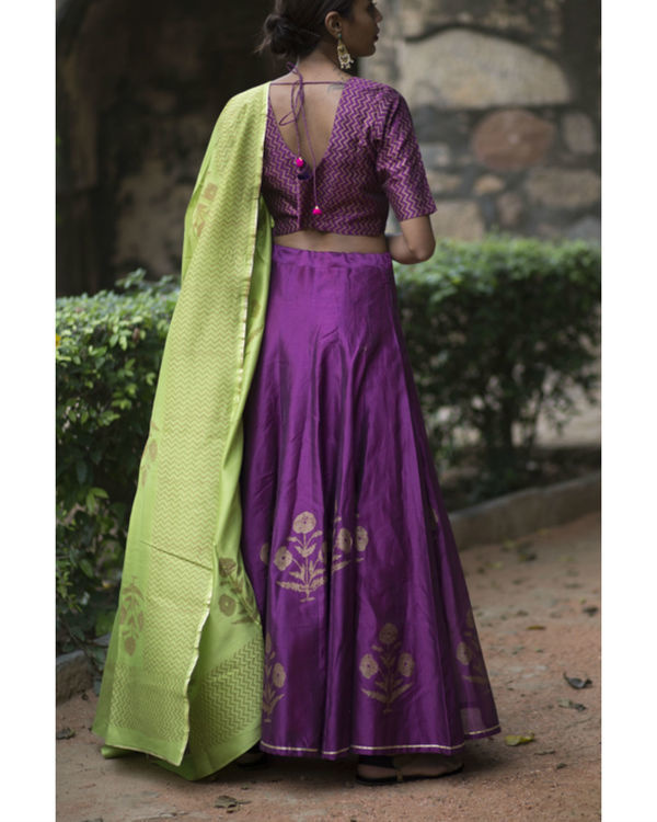 Ghoomar phool lehenga with a green handcrafted dupatta 2