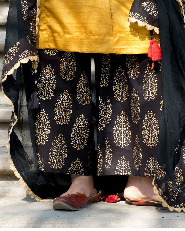 Yellow and black kurta set with dupatta 3