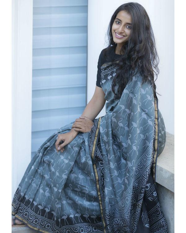 Retro style grey printed sari 3